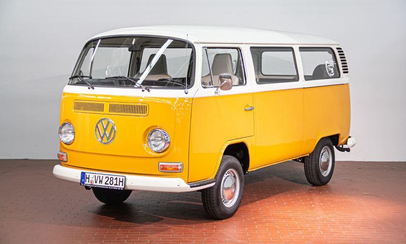 Little Miss Sunshine - 1972 T2a/b Kleinbus schräg von vorne.