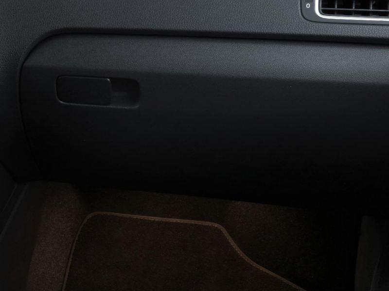 Iluminación ambiental en piso de Polo 2021, carro juvenil compacto de Volkswagen