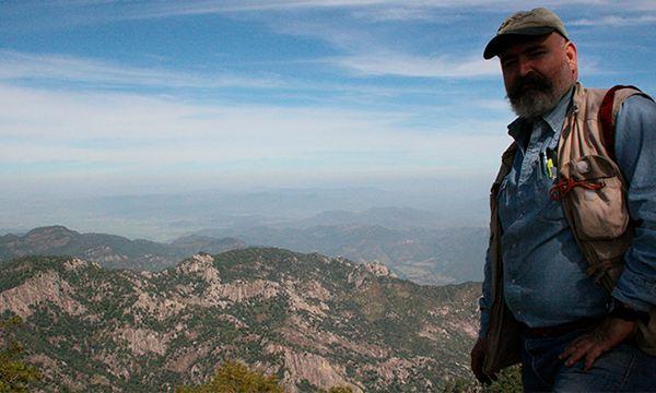 Mtro. Enrique Jardel, investigador trabajando en regeneración de ecosistemas forestales para programa Por Amor a México