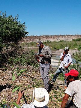 Investigadores trabajando por conservación de aves rapaces - Por Amor a México VW
