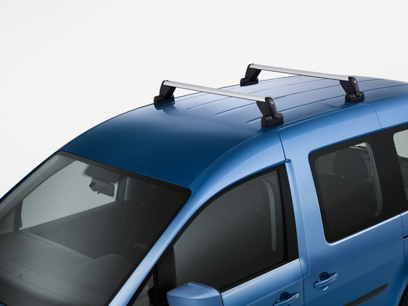 Ein Grundträger auf dem Dach eines Volkswagen Nutzfahrzeuges.