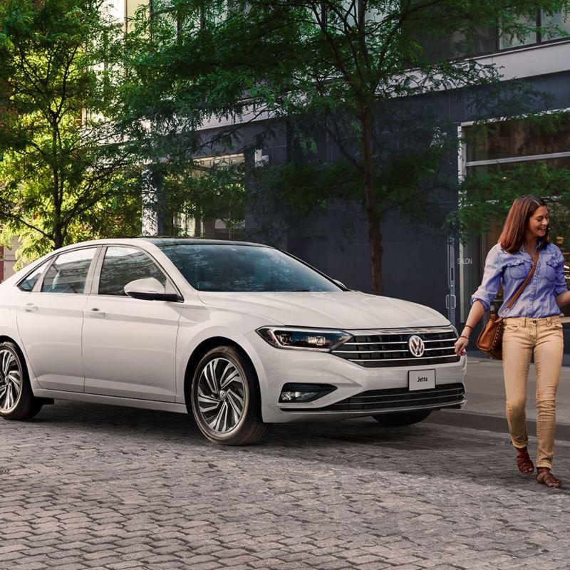 Jetta 2021 de Volkswagen. Conoce la ficha técnica, versiones y precio de Jetta, el auto Familiar.