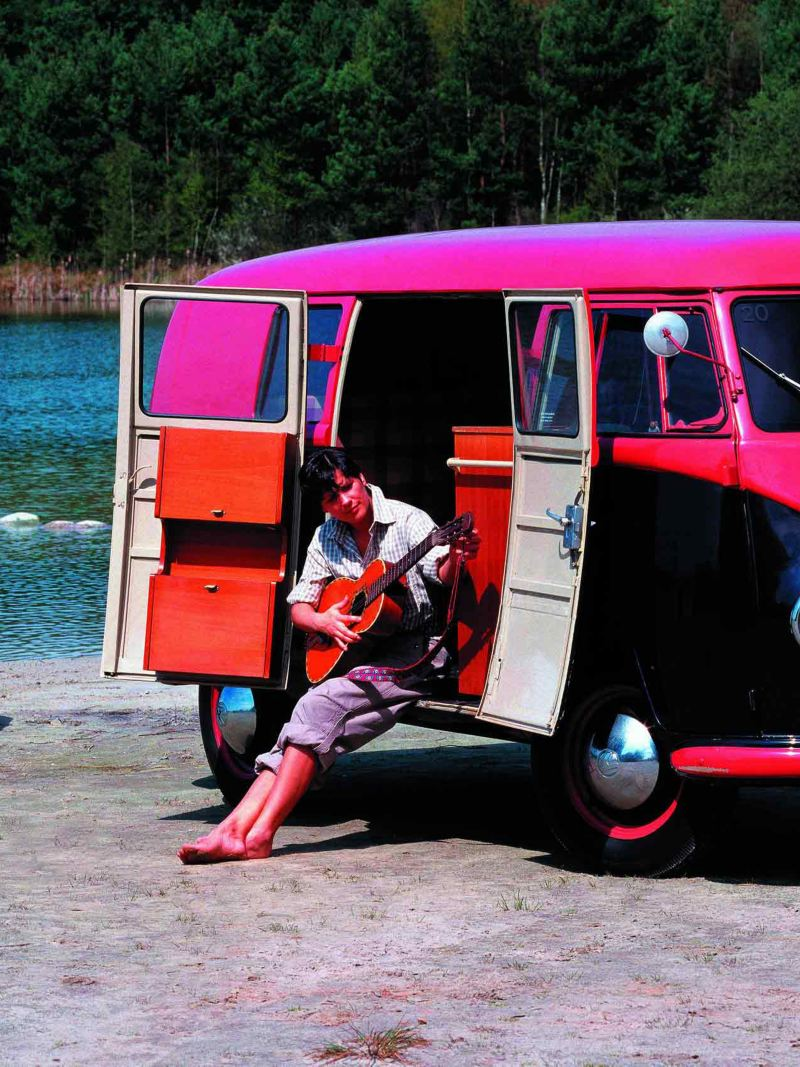 Volkswagen Folkabuss T1 vid vattnet