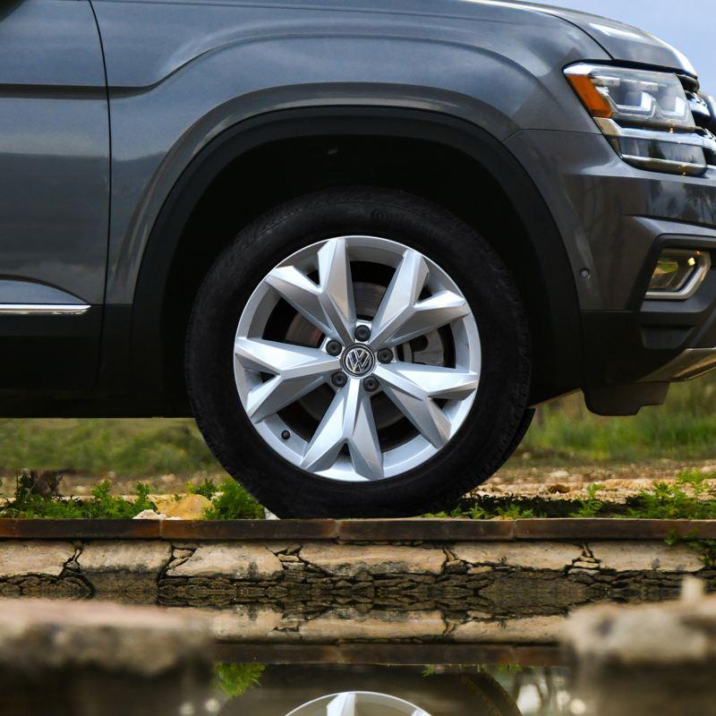 """Llantas de aluminio de 18"""" presentes en SUV Teramont 2019 de Volkswagen"""