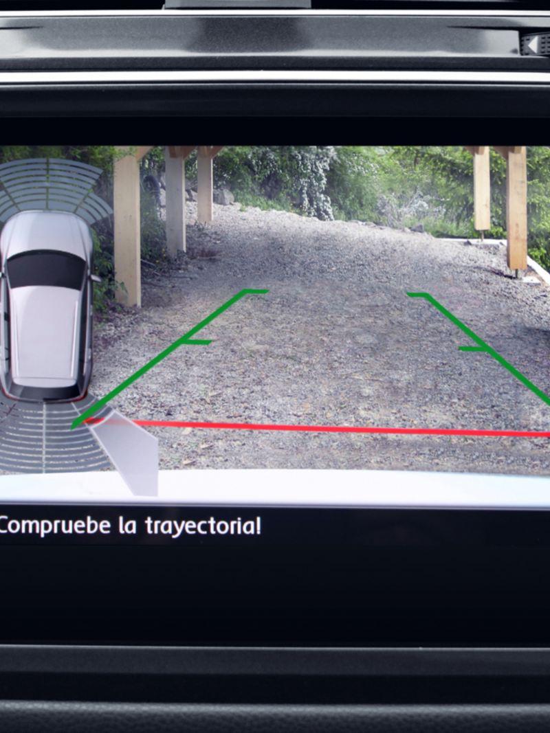 Pantalla con cámara trasera en SUV Tiguan 2020 para estacionarse con mayor facilidad