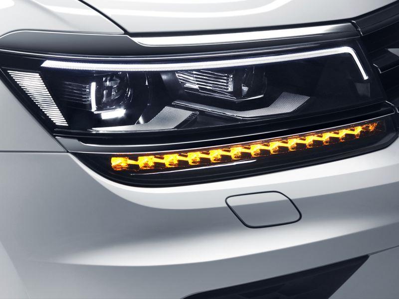 Faros LED del SUV Tiguan 2020 de Volkswagen, el mejor SUV para ciudad