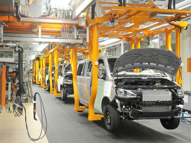 Eine Produktionsstraße für Fahrzeuge.