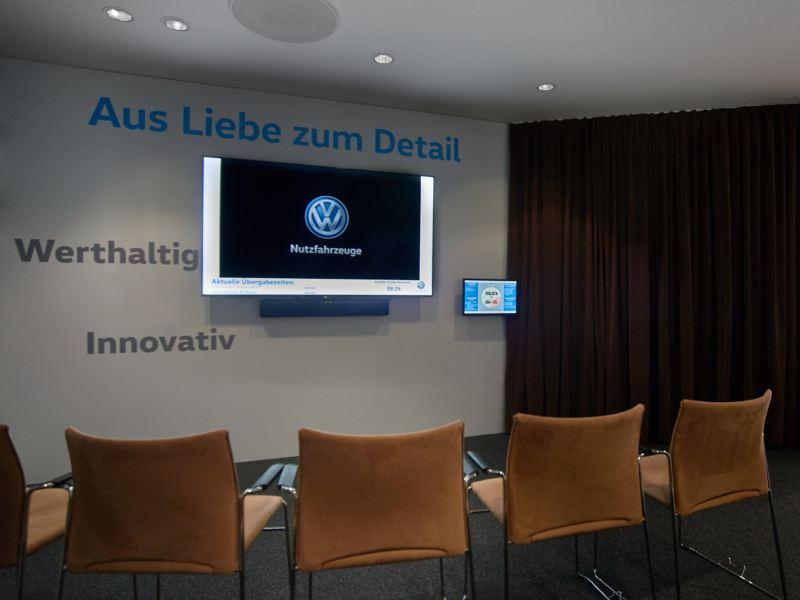 Frontansicht einer Bar im Volkswagen Nutzfahrzeuge Kundencenter Hannover.
