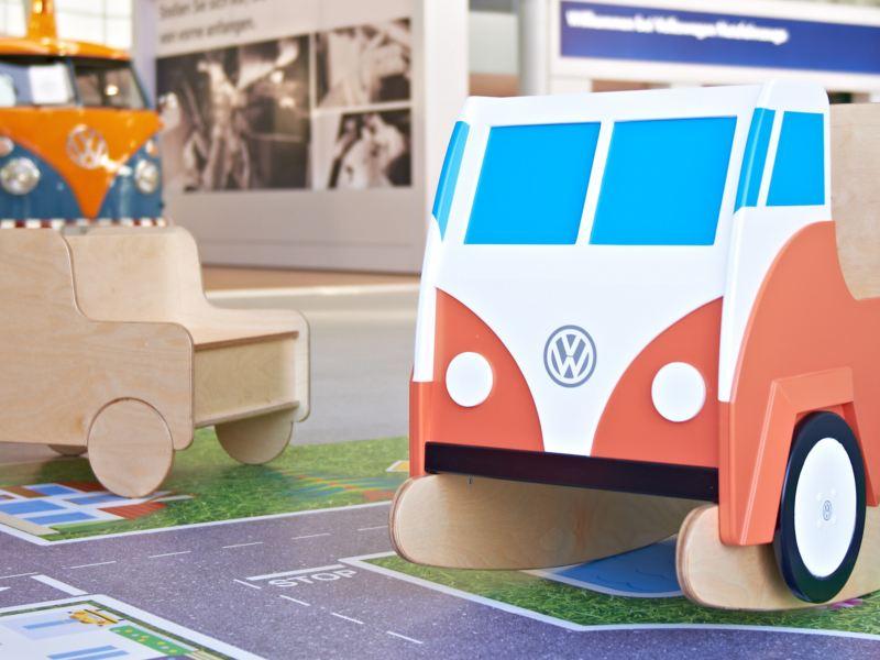 Volkswagen-Spielzeug aus Holz.