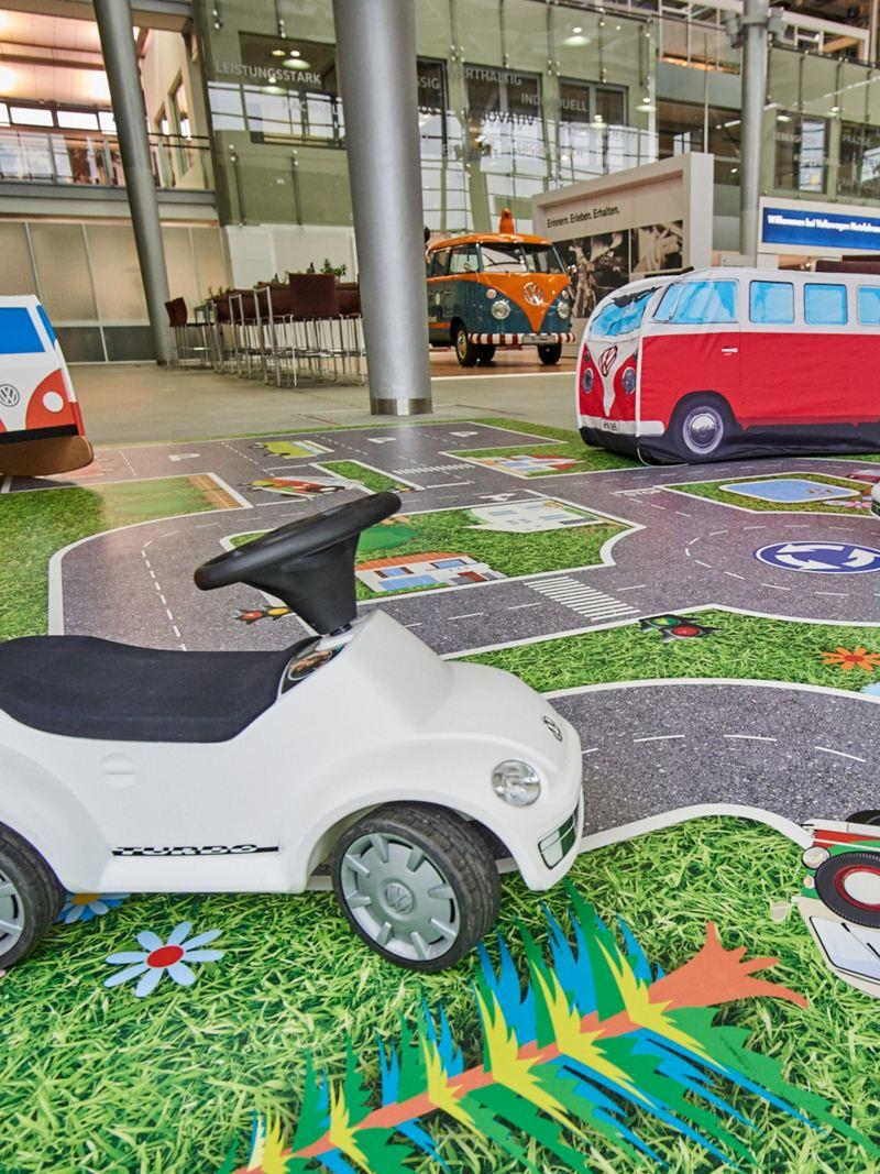 Ein Kinderspielplatz im Kundencenter von Volkswagen Nutzfahrzeuge.