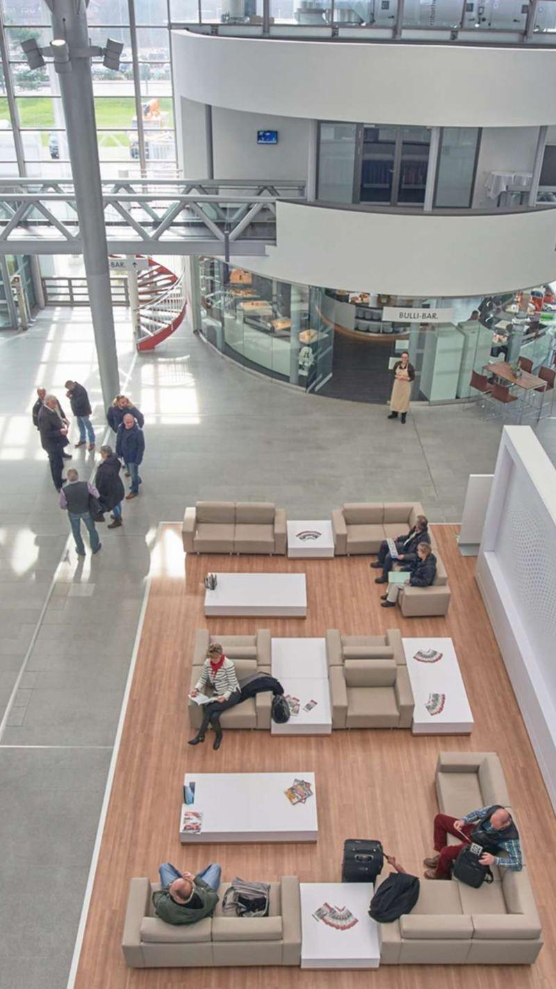 Die Draufsicht auf das Innere eines Kunden Centers.
