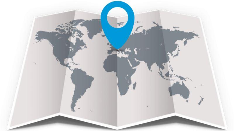 Symbol einer aufgeklappten Weltkarte mit einem blauen Pfeil darauf