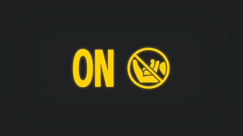 Kontrollleuchte mit Schriftzug ON und durchgestrichenem Babysitz auf Sitz leuchtet gelb