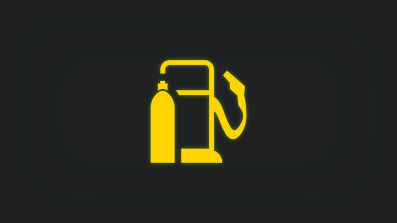 Kontrollleuchte mit Zapfsäule und Gasflasche leuchtet gelb