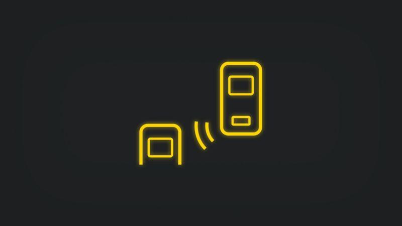 Kontrollleuchte mit Vogelansicht zweier Fahrzeuge und Sensor leuchtet gelb