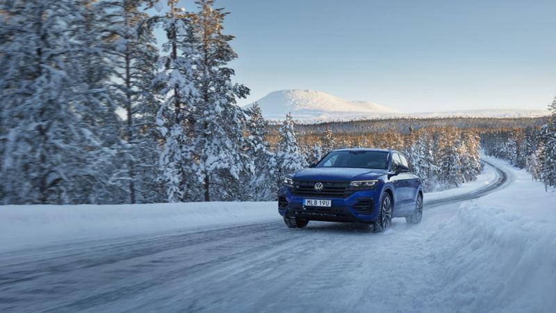 VW Touareg R i vinterlandskap