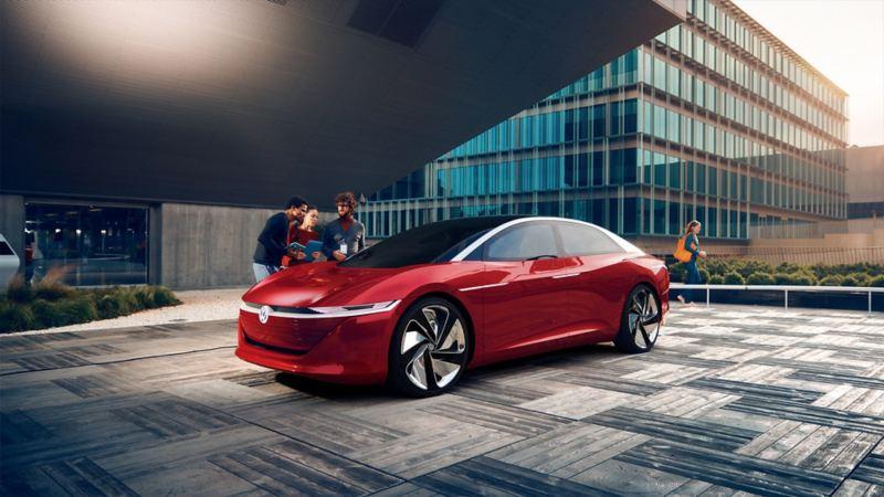 Ein Konzeptfahrzeug von Volkswagen steht in einer Einfahrt