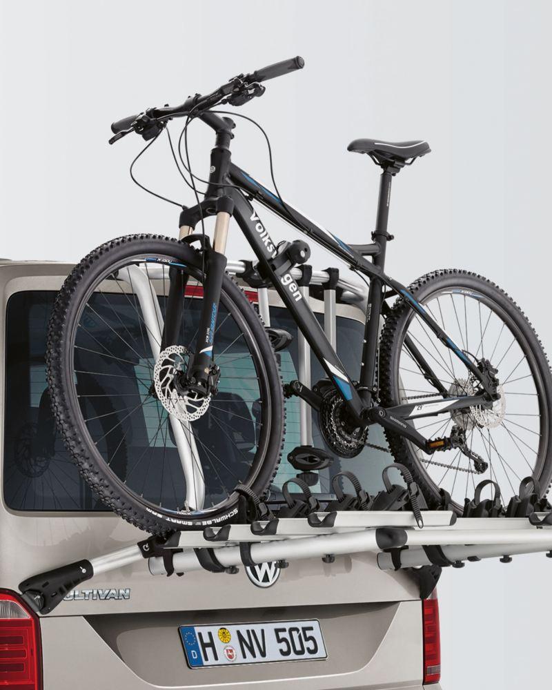Ein montierter Fahrradträger mit einem Fahrrad darauf.