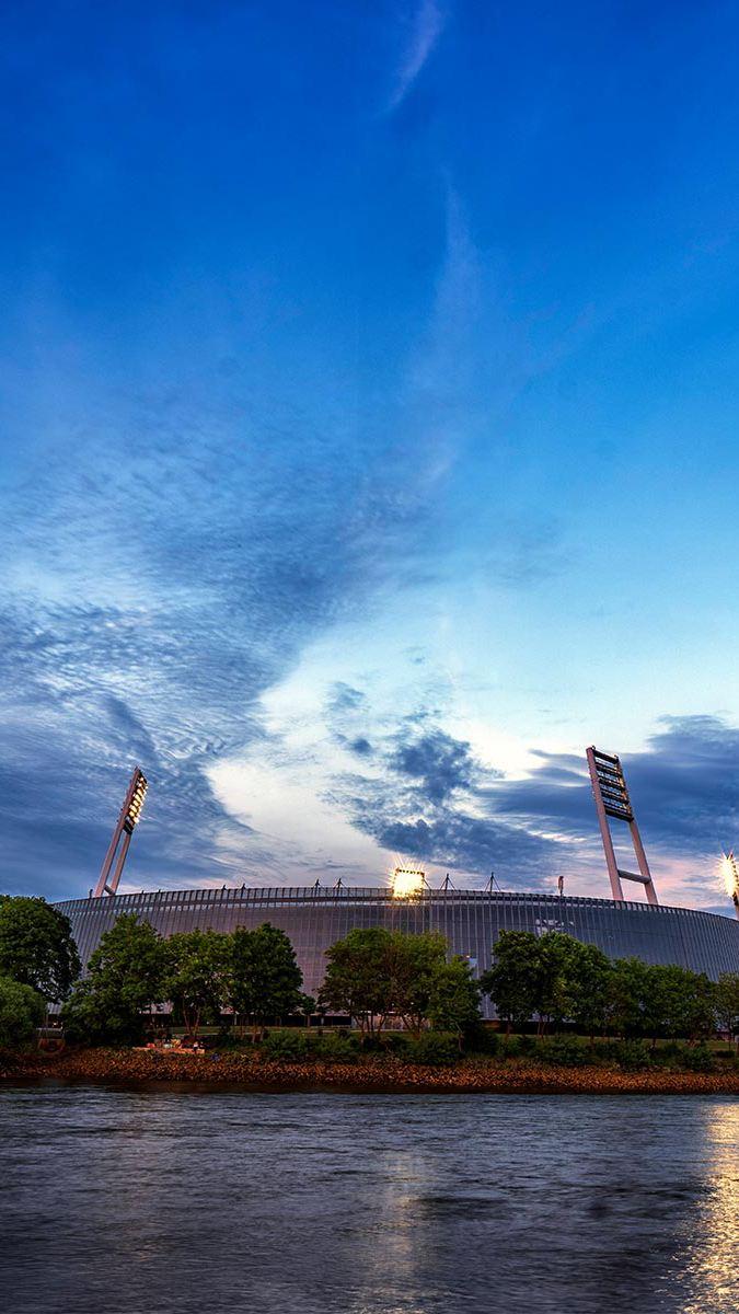 Ein Fußballstadion von Außen