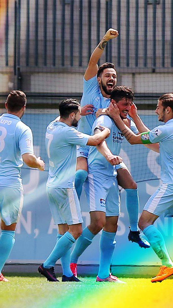 Spieler von Lupo Martini feiern ein Tor