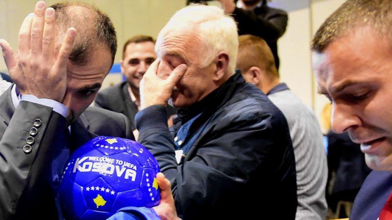 Die kosovarische Delegation ist den Tränen nahe
