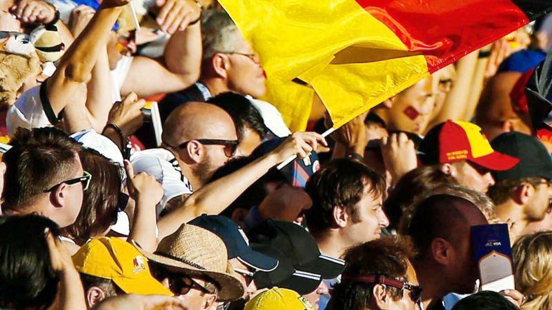 Deutschland-Flagge weht im Fanblock