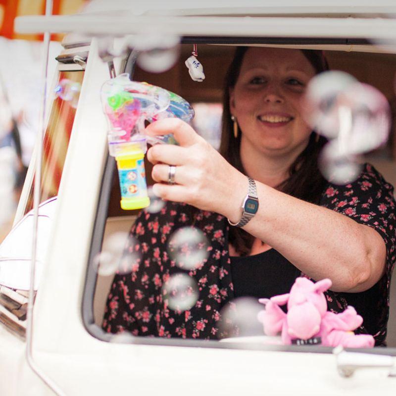 Volkswagen Utilitaires Combi Summer festival 70 ans bulles