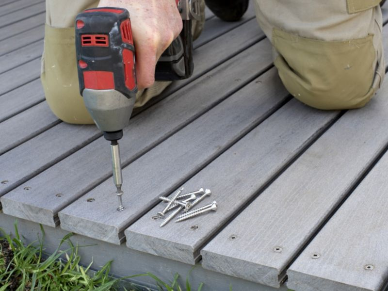 How to lay a raised deck
