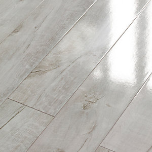Wickes Chenai Light Grey High Gloss Laminate Flooring - 2.19m2 Pack