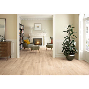 Wickes Maine Light Oak Wood Effect Porcelain Wall & Floor Tile - 225 x 900mm