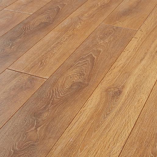 Wickes Aspiran Oak Laminate Flooring - 2.22m2 Pack