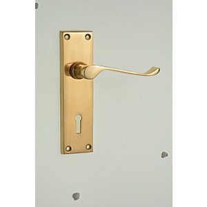 Wickes Paris Victorian Scroll Locking Door Handle - Polished Brass 1 Pair