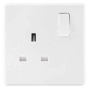 Wickes 13A Slimline Single Switched Socket - White